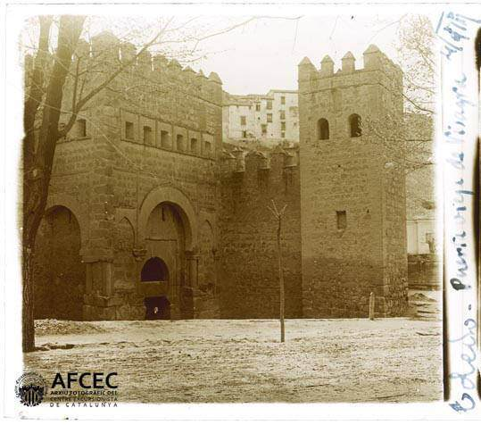 Puerta Vieja de Bisagra en abril de 1917. Fotografía de Francesc Blasi i Vallespinosa   © Centre Excursionista de Catalunya