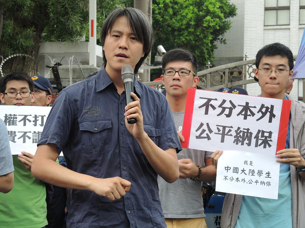 5月初陸生、外籍生及聲援團體數度到立法院前反對歧視性陸生納保。(攝影:曾福全)