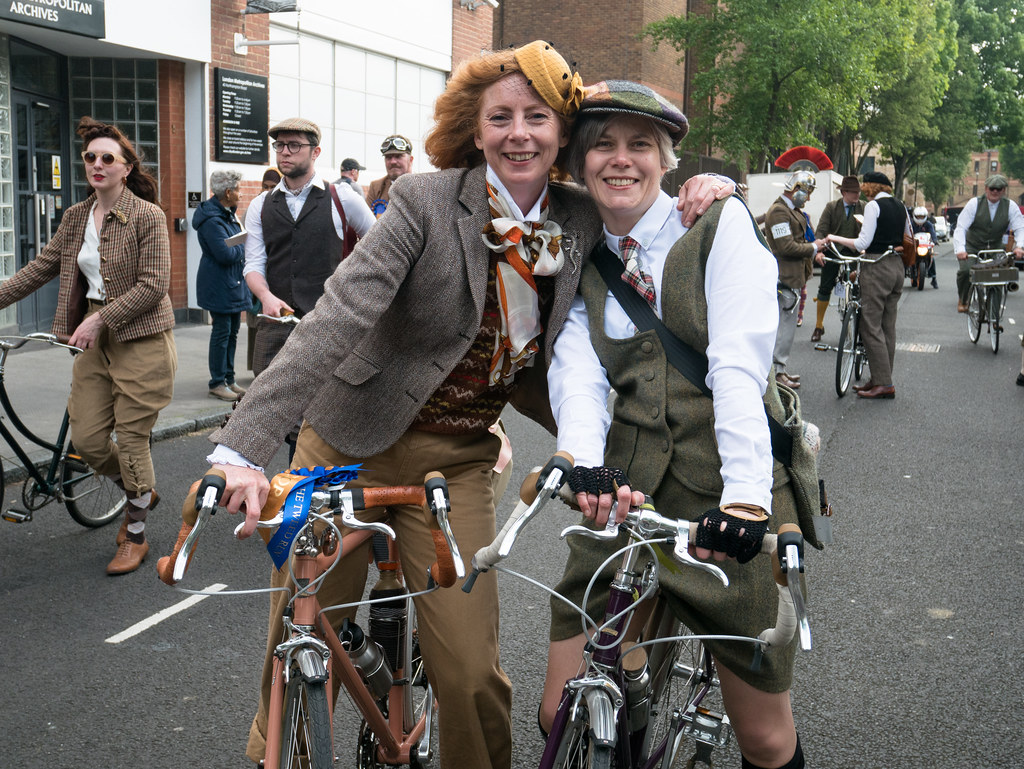 tweed-run-2017-cycling-ian-james-velocitygirl-kerena-lisa