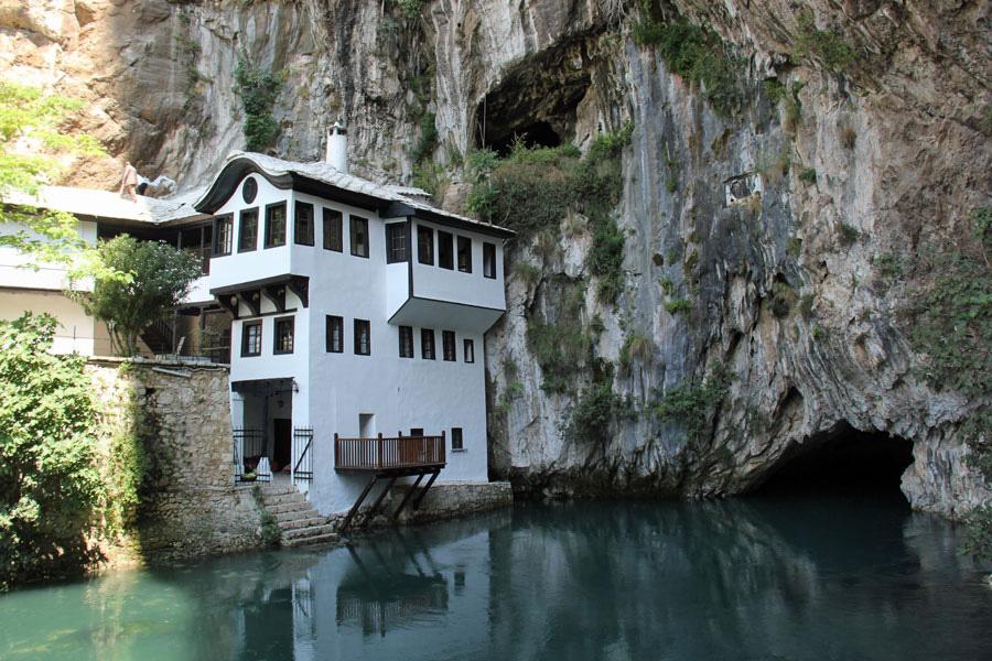Mostar_valkoinenluostari_web