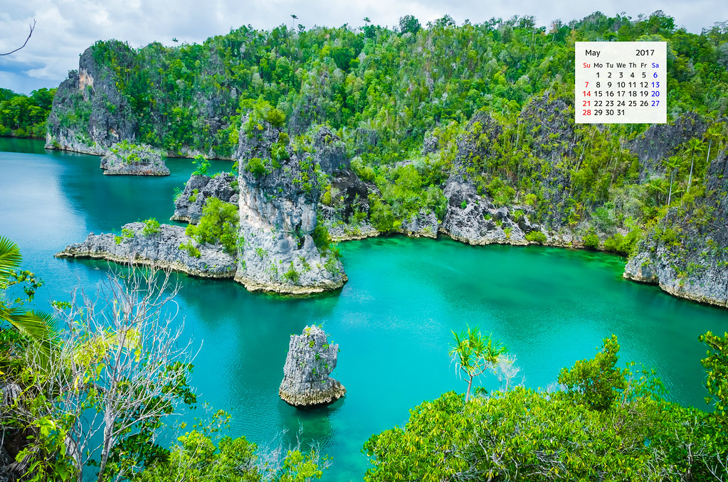 Free download desktop wallpaper calendar May 2017 Raja Ampat