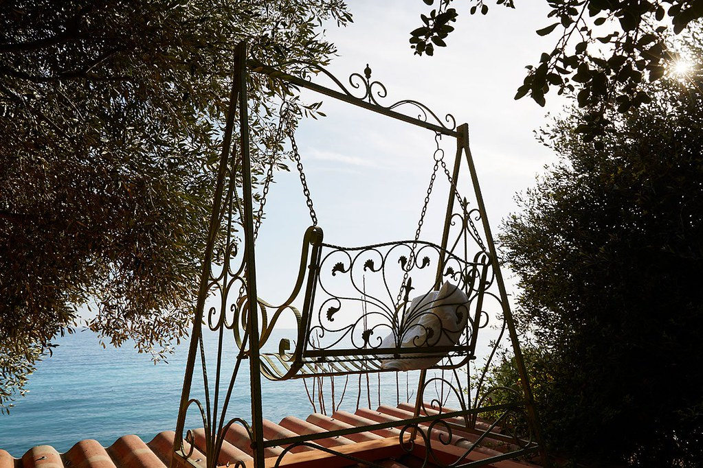 Nautical interior design of a Mediterranean cabin by Emil Humbert and Christophe Poyet Sundeno_02