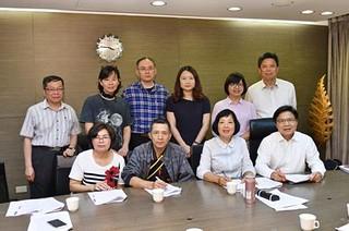 內政部長葉俊榮與大埔當事人彭春秀等、長期關注人士合影