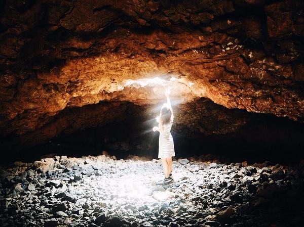 桑田佳祐がJTB新CMで撮影訪れたハワイ島「自分のオーラが見えるという洞窟」を紹介!