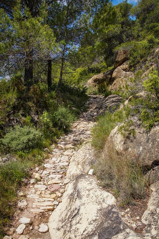 Entrando en la solana de la Mola de la Roquerola