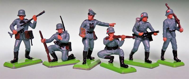 Toy soldiers, cowboys, indians, space men etc 34038663360_452467d7d4_c