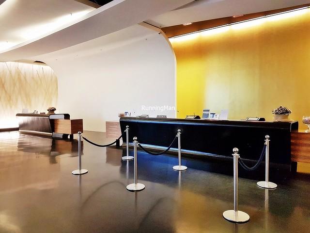 Sheraton Malpensa Hotel 08 - Lobby Reception