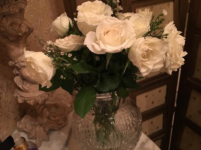 white roses for powder room