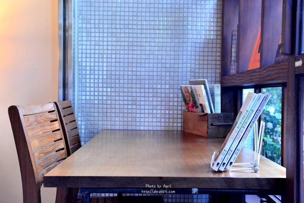 33838492893 fdf977077c b - 台中書店|一本書店--台中獨立書店,來本書和咖啡,文青一下!@復興路 東區