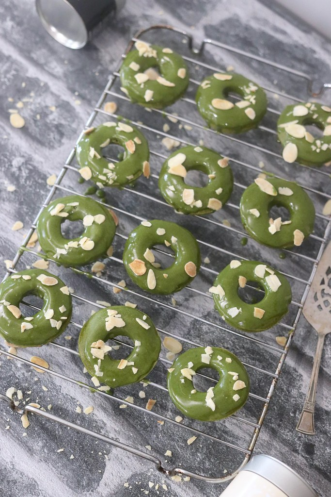 matcha powder, matcha recipes, how to make matcha doughnuts, doughnut recipe, how to make doughnuts, easy doughnut recipe, matcha desserts, baking with matcha powder, matcha tea, baking, easy baking,katelouiseblog,