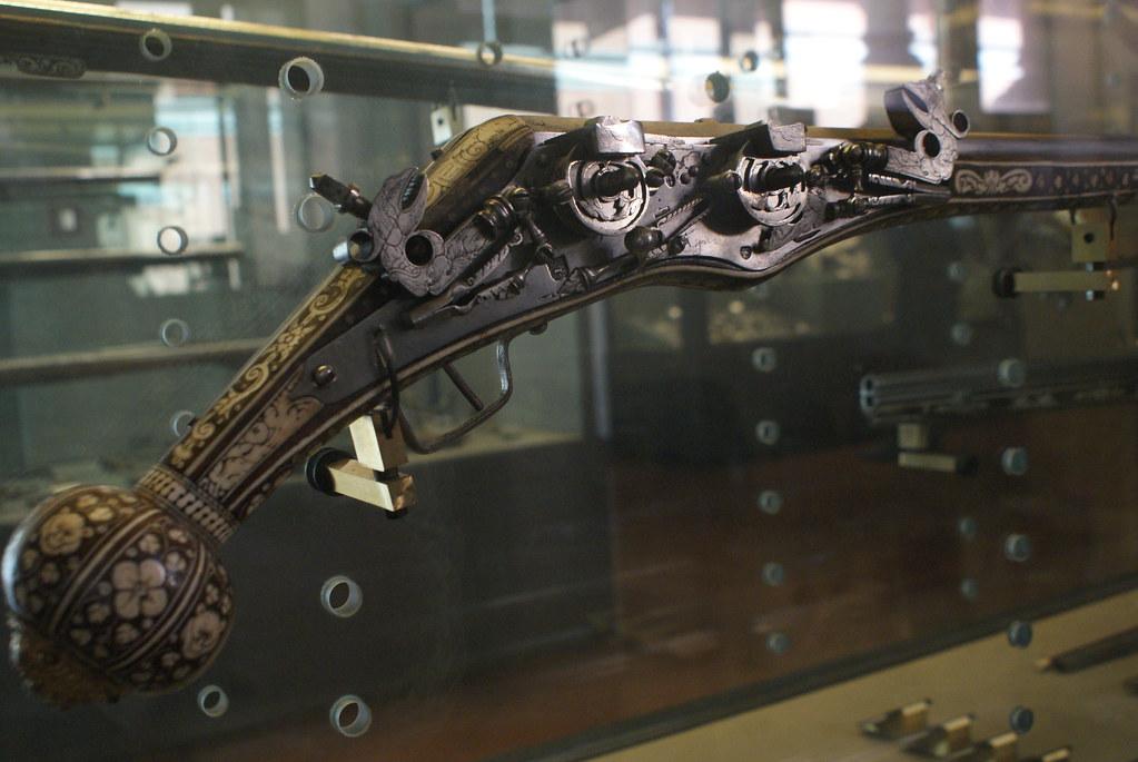 Pistolet ottoman dans la collection des armes du musée médieval de Bologne.