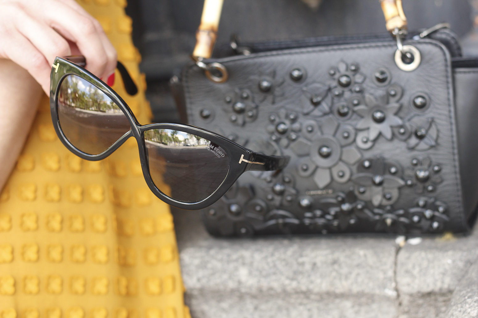 mustard jumpsuit black flats uterqüe bag tom ford sunnies spring fashion style outfit 04