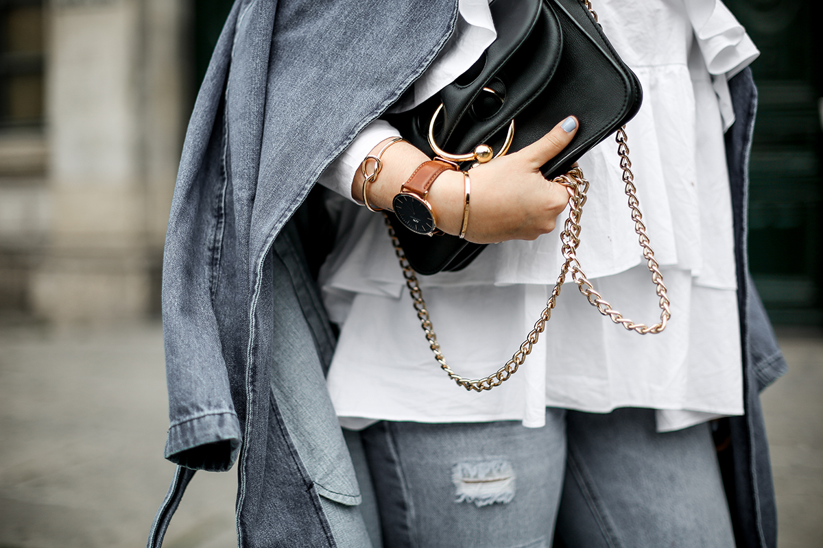 trench-denim-ripped-jeans-ruffle-blouse-zara-streetstyle9