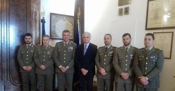 Canfora con i militari di Persano