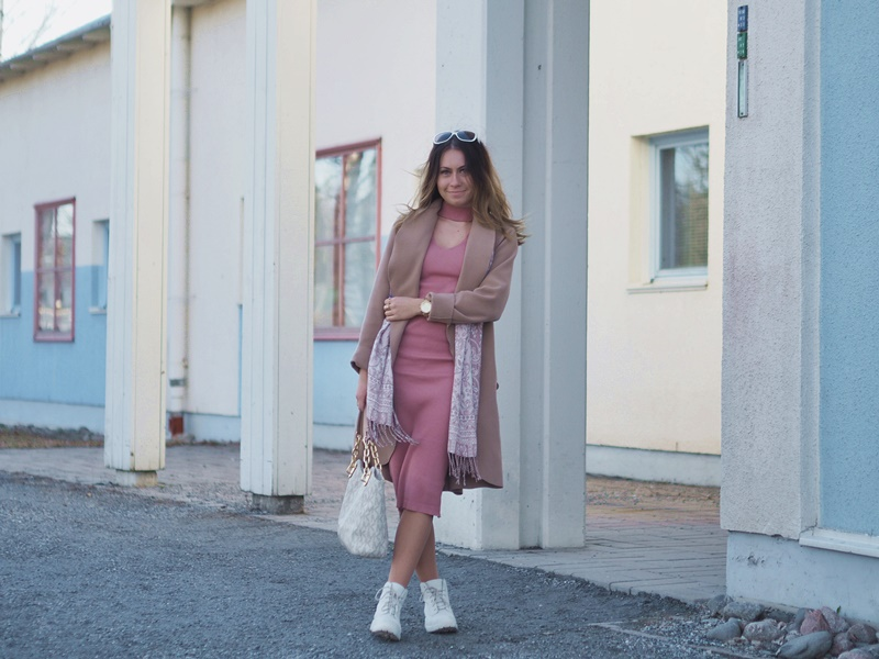 camel-coat-vila-dirtypink-midi-dress