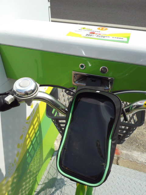 T-bikeにはスマホホルダーがついている