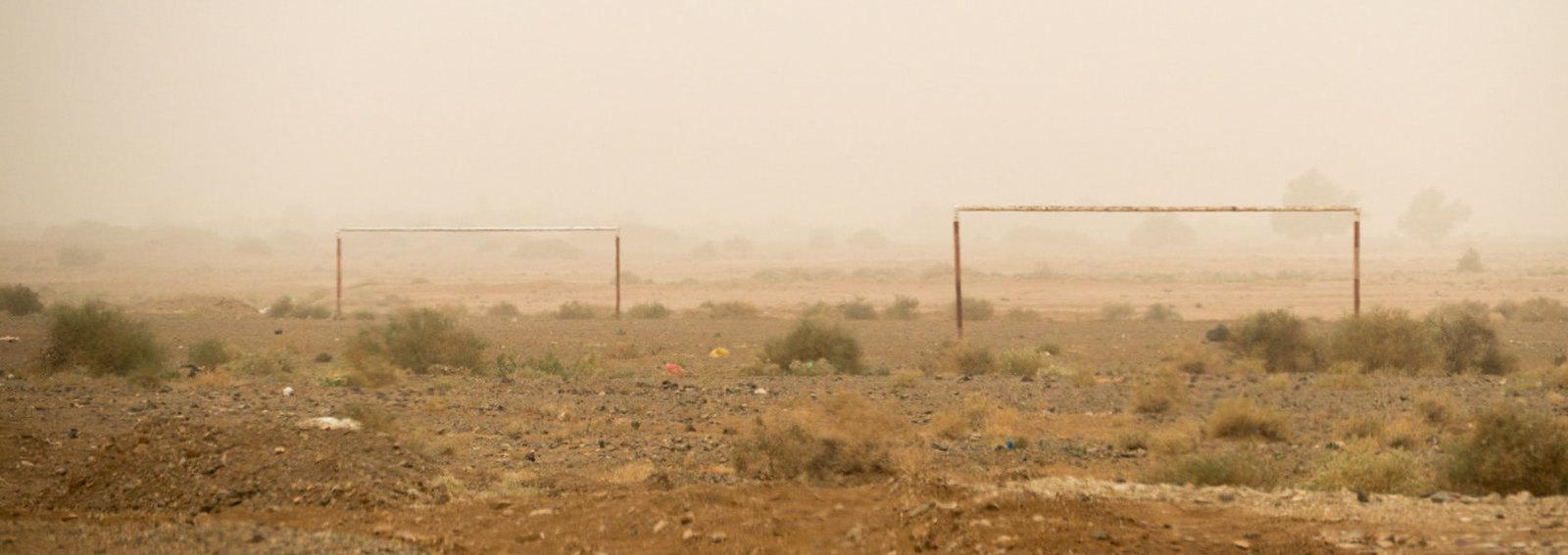 woestijn voetbal | by GJ B&W