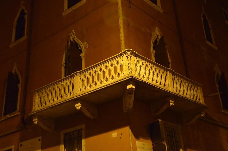 Via Leoncino 11