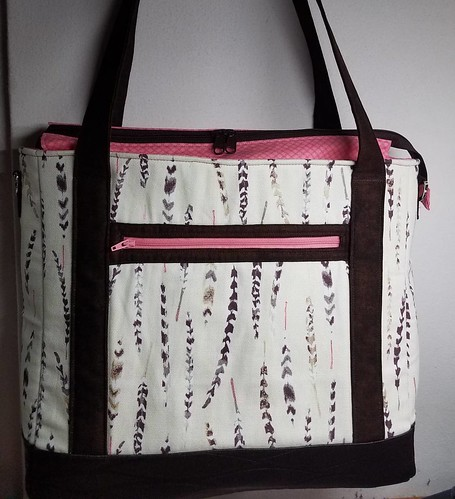 Tudor Bag finished just in time for the contest. This bag includes a home decor feather print,  pleather brown accent, pink lining and zipper, with a brown top double zipper which extends past the bag on each end. #sewsweetnesspattern #sewsweetnesscontest