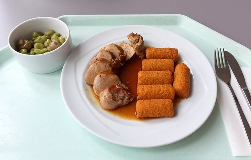 Pork filet with red wine sauce & croquettes / Schweinefilet in Rotweinsauce mit Kroketten