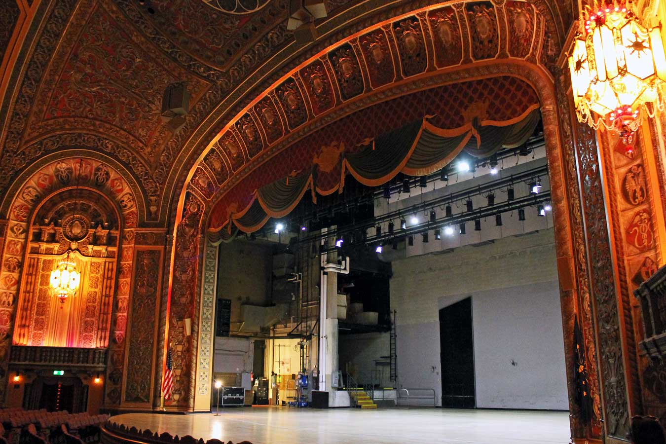 Embassy Theatre - Fort Wayne, Indiana // The Weekend Getaway You've Overlooked: Visit Fort Wayne, Indiana [via Wading in Big Shoes] // Located equidistantly from Chicago, Cincinnati, and Detroit, Fort Wayne, Indiana is a fun midwest destination that captures a perfect blend of city, nature, and local flavors! See what I experienced on my trip to Fort Wayne and learn what makes Indiana's second-largest city the perfect spot for a weekend getaway.
