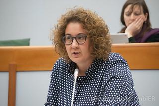 Manuela Rontini in Aula, durante l'illustrazione del progetto di legge regionale che taglia i vitalizi agli ex Assessori e Consiglieri, di cui è relatrice e firmataria