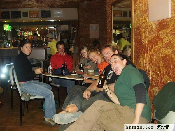 466987-The-underground-bar-at-Coober-Pedy-0