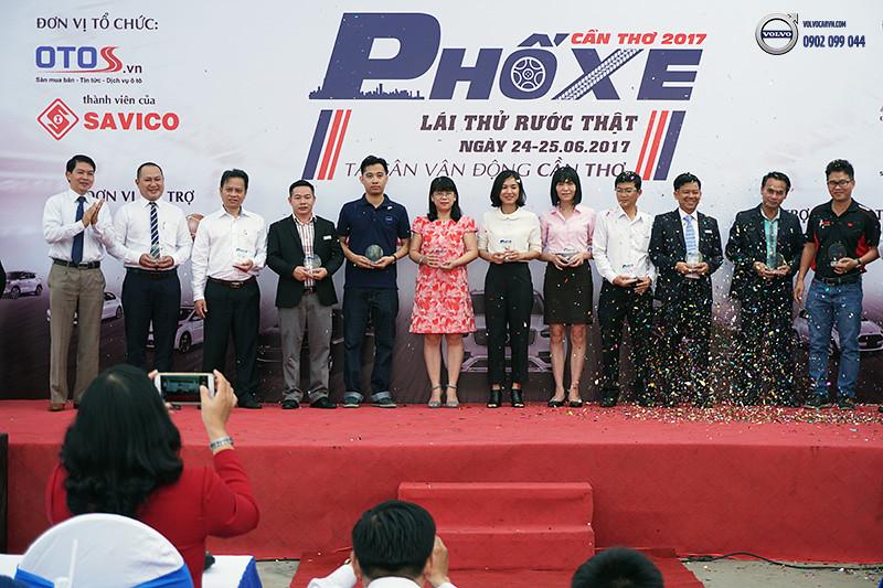 Hinh-02-Volvo-viet-nam-tham-du-hoi-cho-xe-lon-nhat-dong-bang-song-cuu-long