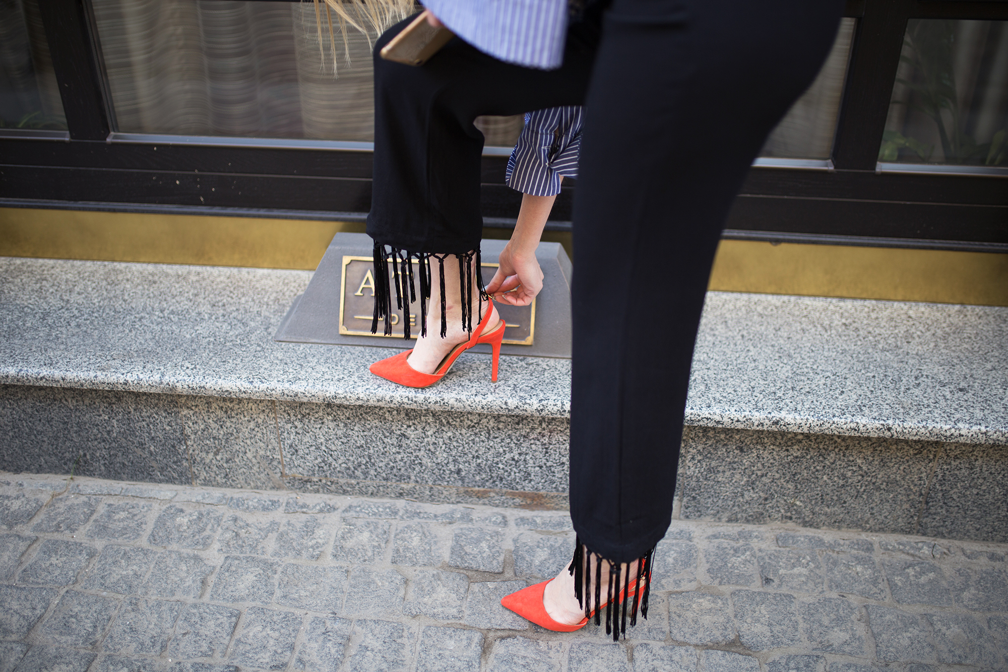 red-slingback-pumps-mules-outfit-street-style