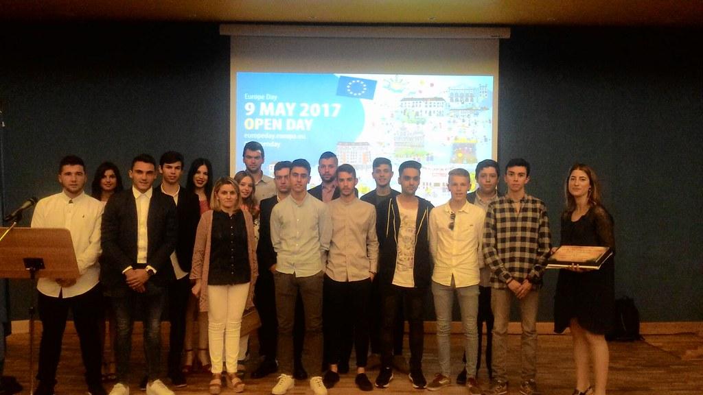 """El Instituto Caurium gana el premio del IX Concurso Escolar """"Día de Europa"""" en la categoría educación secundaria obligatoria y post-obligatotia"""