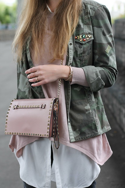 camouflage-and-rosa-sweater-details-wiebkembg