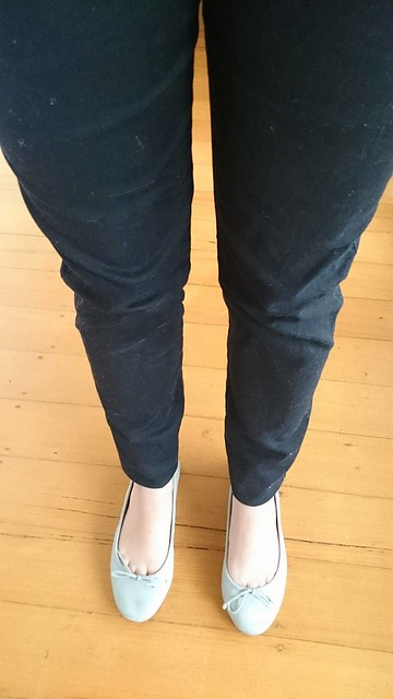 Woman's legs wear dark skinny jeans.