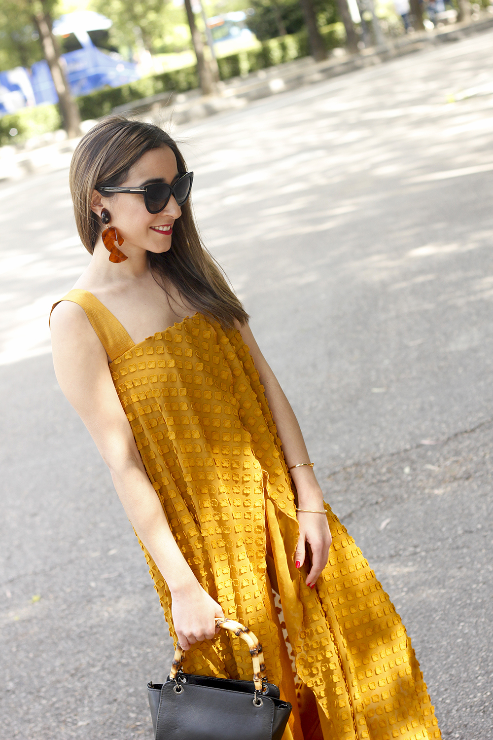 mustard jumpsuit black flats uterqüe bag tom ford sunnies spring fashion style outfit 14