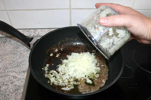 31 - Zwiebel hinzufügen / Add onion