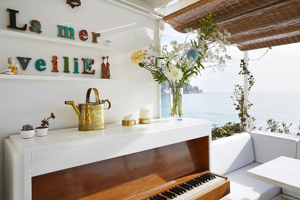 Nautical interior design of a Mediterranean cabin by Emil Humbert and Christophe Poyet Sundeno_03