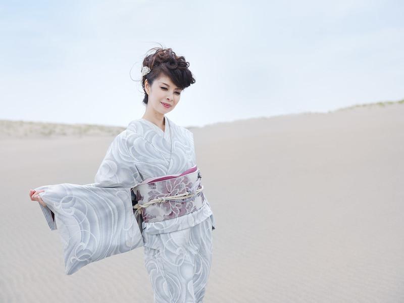Portrait in sand dune ( Cocoro Kusano )