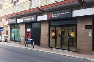 Noicattaro. Rapina banca front