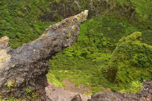 八丈富士・断崖絶壁の岩場