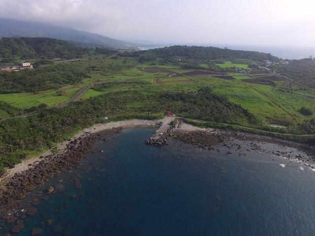 基翬地區的空拍圖 旁邊土地可看到許多表土裸露(陳泰佑攝)