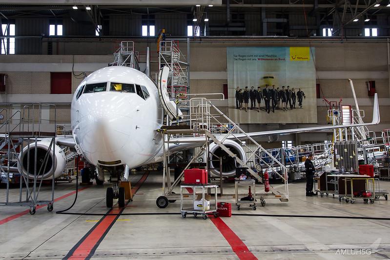 TUIfly - B738 - D-AHFV (4)