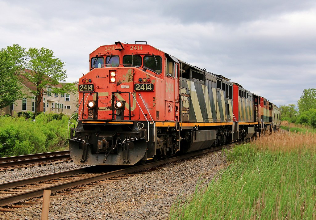 Going Once   CN C40-8M #2414 and the CN/CN/BCOL Cowl trio ta…   Flickr