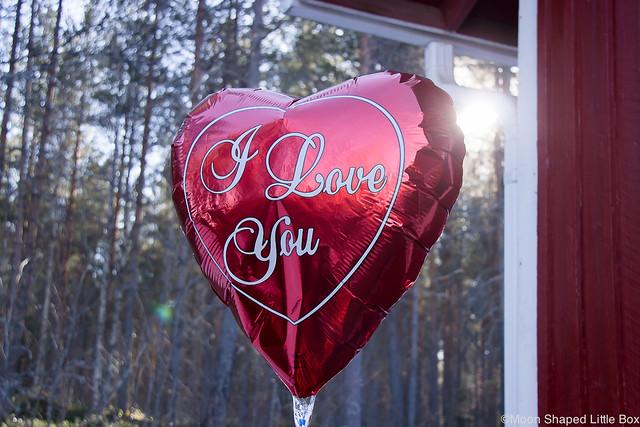 Keskiviikon Ihanimmat Asiat Positiivisuus arjen positiiviset asiat postausideat blogiin blogi tyyli lifestyle vappupallo foliopallo sydämen muotoinen sydän