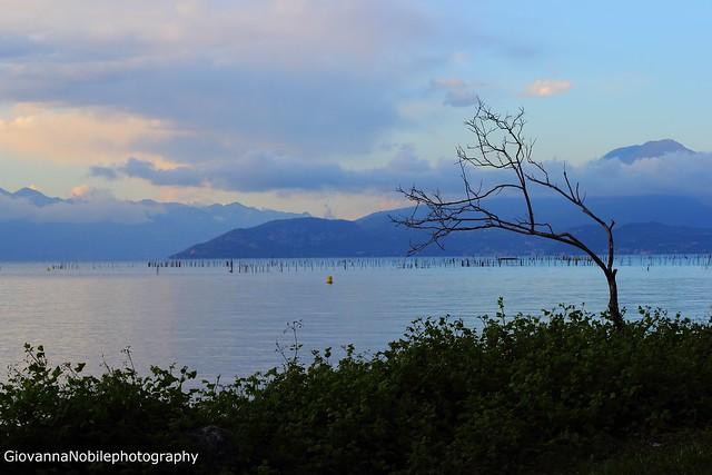 Nuvole sul lago