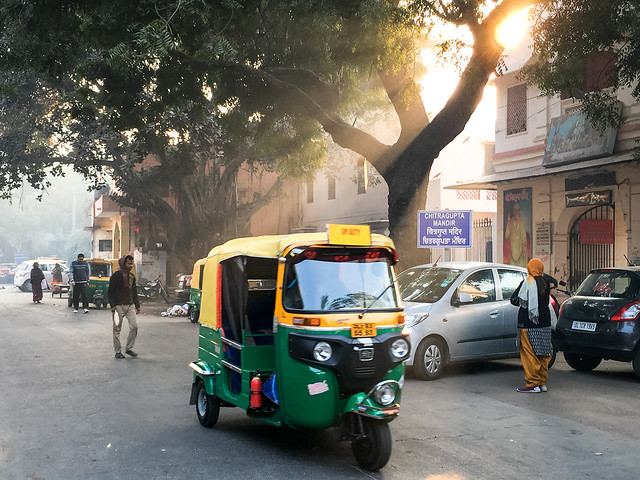 A street in the morning, Delhi, India 朝のデリー