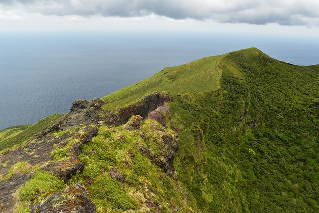 八丈富士・火口の稜線