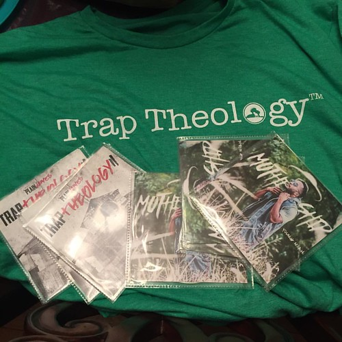 Was at @clubescape412 tonight!!!!! And enjoyed @realyoungnoah & @plainjamesdw   They were absolutely awesome  speaking that truth all night!!!!!! i had to get a tshirt & cd for #sparkfireministries #sparkfiremin #openmic #traptheology #traptheologytour | by SparkFireMinistries