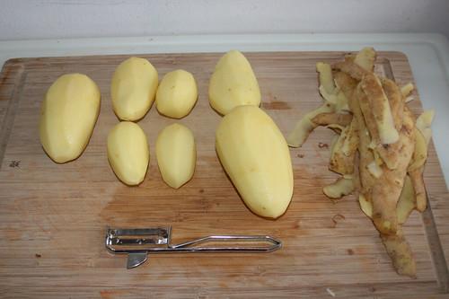 11 - Kartoffeln schälen / Peel potatoes