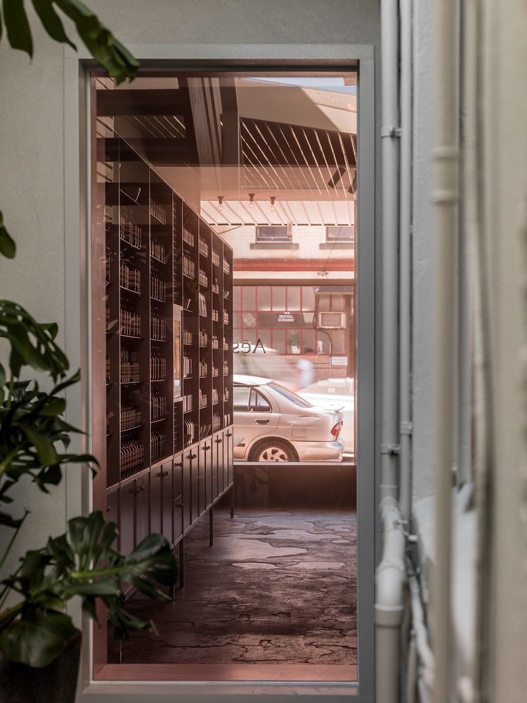 Pink store design Aesop in Fitzroy by Clare Cousins Architects Sundeno_07