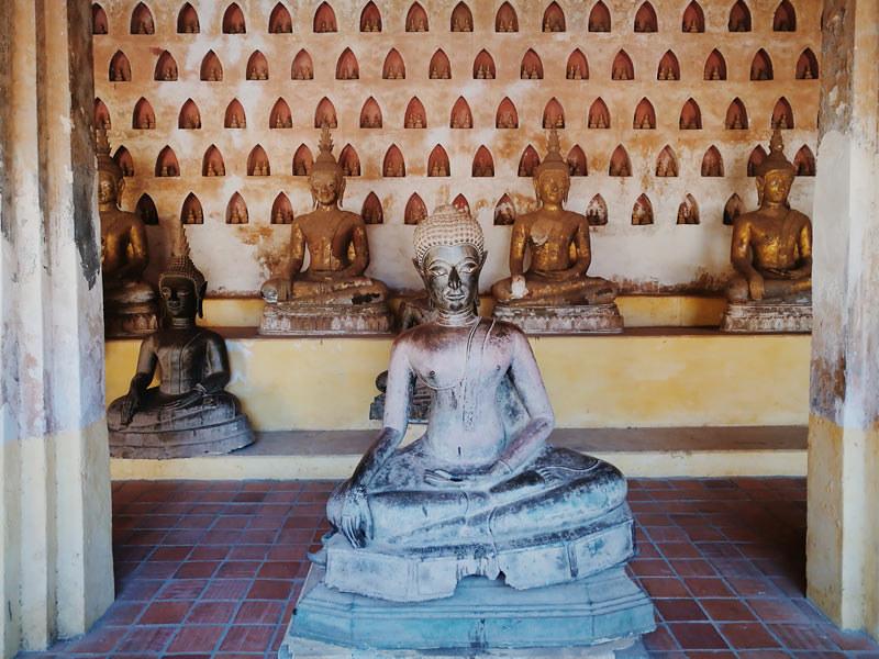 buddha statues sisaket temple | www.wearejuanderers.com