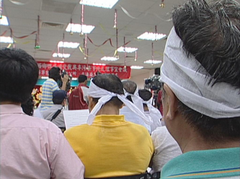 2005年,彰化縣線西鄉、伸港鄉接連發生戴奧辛鴨蛋污染,鴨農全數被迫離牧,一夕間斷了生計。